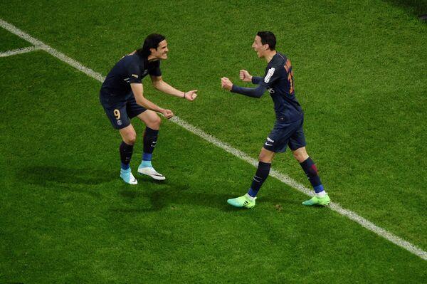 Футболисты Пари Сен-Жермен Эдинсон Кавани (слева) и Анхель ди Мария.