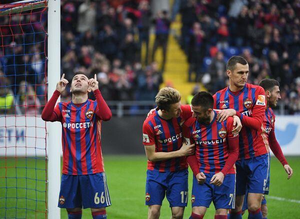 Футболисты ЦСКА Бибрас Натхо, Александр Головин, Зоран Тошич, Виктор Васин (слева направо) радуются забитому мячу