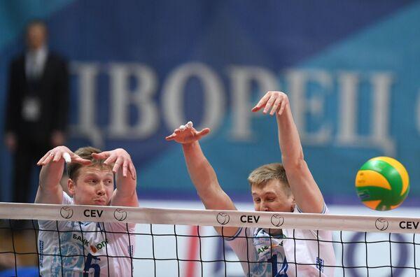 Игроки ВК Динамо Сергей Гранкин (слева) и Дмитрий Щербинин