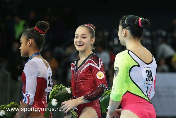 Елена Еремина (в центре)