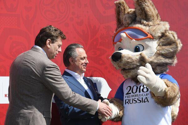 Открытие парка футбольного Кубка конфедераций-2017. Виталий Мутко (в центре)