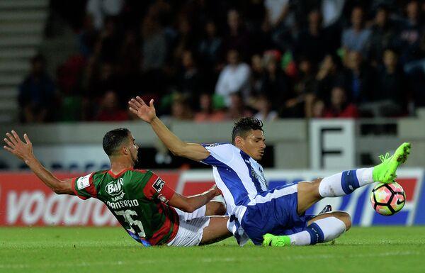 Игровой момент матча чемпионата Португалии по футболу между Маритиму и Порту