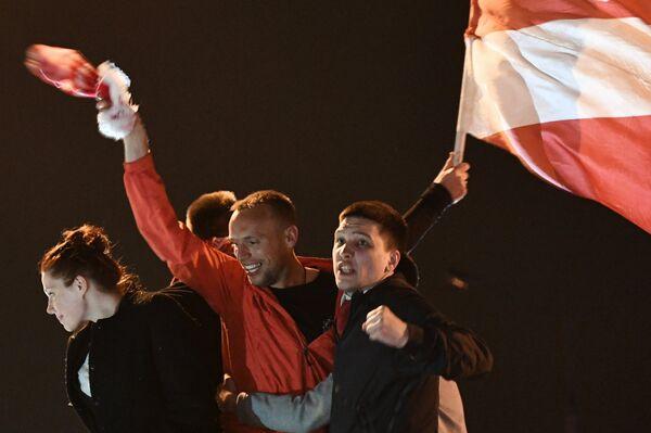Капитан Спартака Денис Глушаков (в центре)