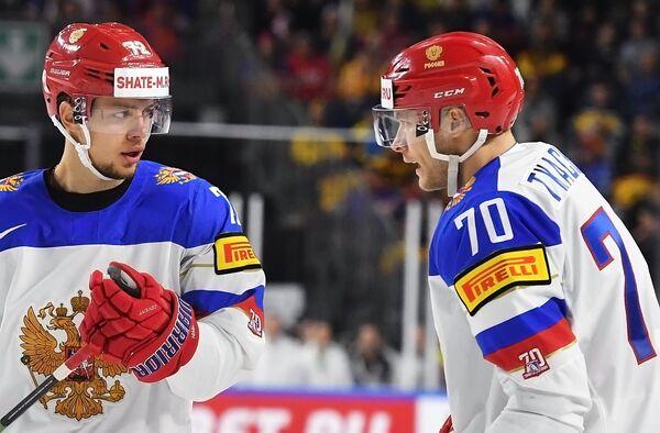 Форварды сборной России Артемий Панарин (слева) и Владимир Ткачёв