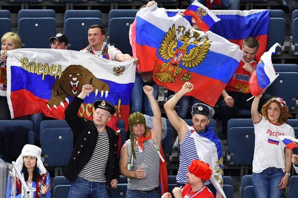 Российские болельщики во время матча чемпионата мира по хоккею