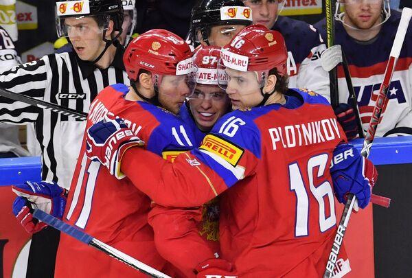 Хоккеисты сборной России Сергей Андронов, Никикта Гусев и Сергей Плотников (слева направо)