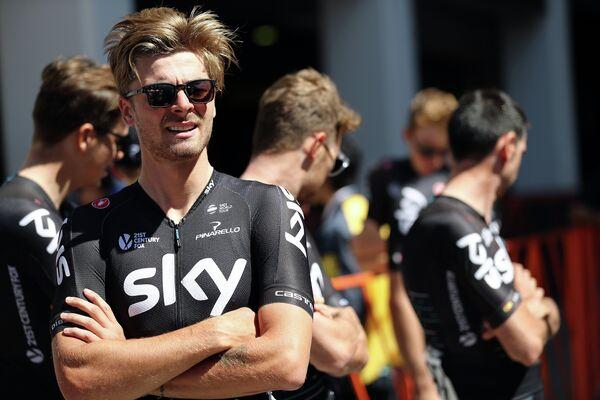 Британский велогонщик команды Sky Джонатан Диббен