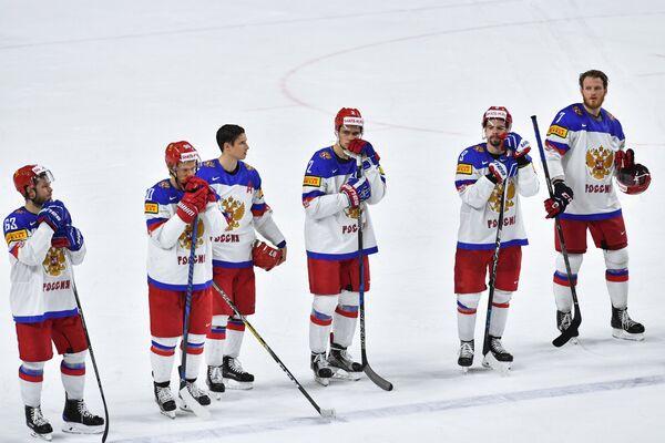 Хоккеисты сборной России после окончания матча