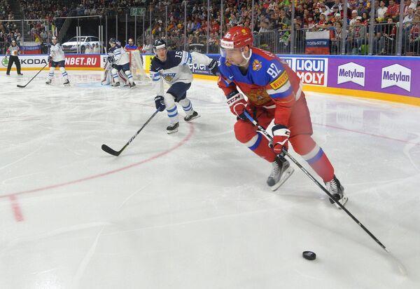 Форвард сборной России Евгений Кузнецов (на первом плане)
