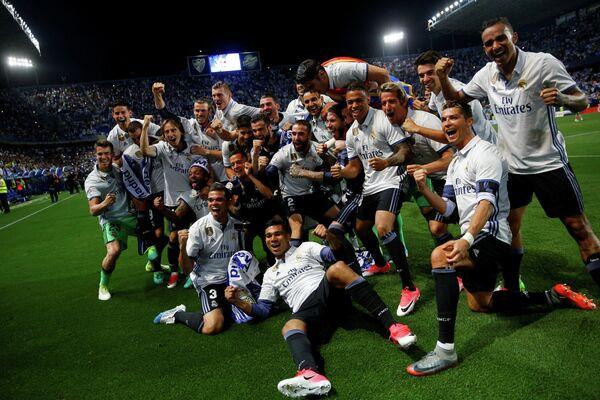 Футболисты мадридского Реала после победы в чемпионате Испании