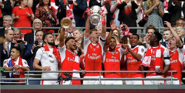 Футболисты Арсенала радуются победе в Кубке Англии