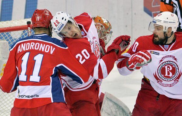 Антон Буханко (справа)