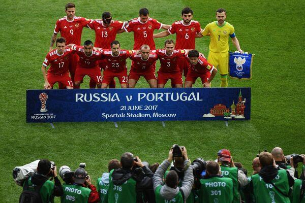 Футболисты сборной России перед началом матча Кубка конфедераций