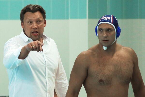 Сергей Евстигнеев (слева)