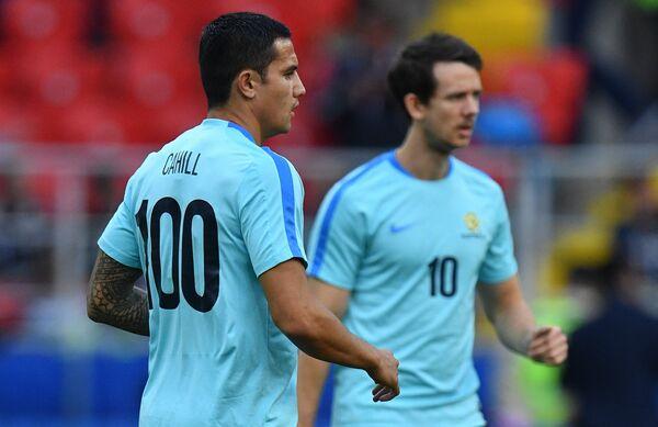 Футболисты сборной Австралии Тим Кэхилл и Робби Круз (справа)