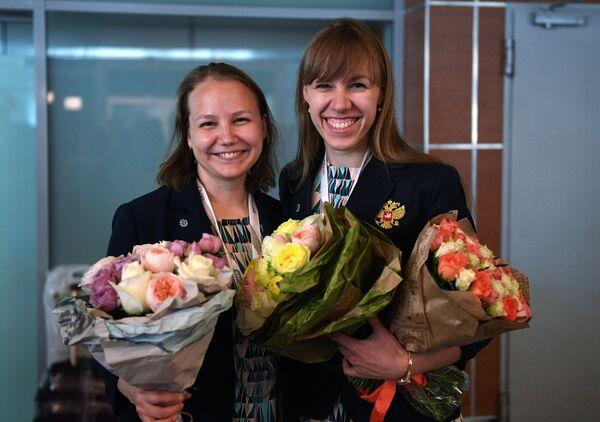Члены женской сборной России по шахматам Валентина Гунина (слева) и Ольга Гиря