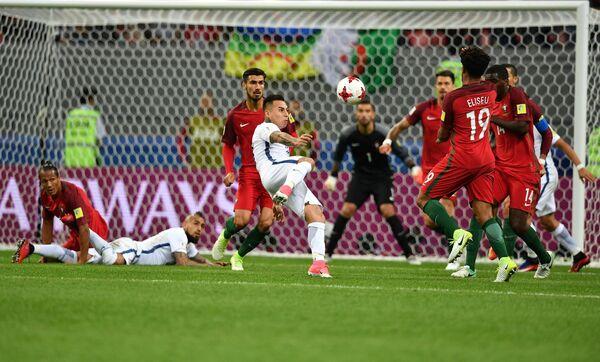 Игровой момент матча Португалия - Чили