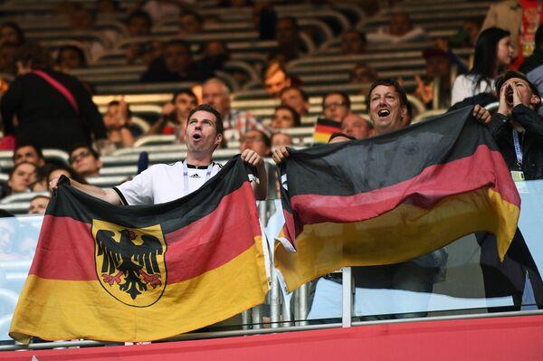 Немецкие болельщики перед началом финального матча Кубка конфедераций-2017 по футболу между сборными Чили и Германии