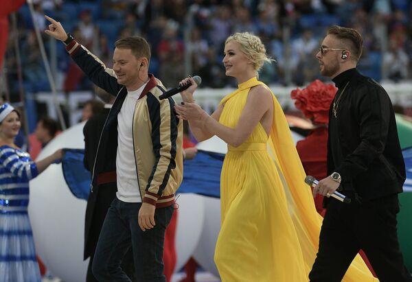Слева направо: DJ Смеш, Полина Гагарина и Егор Крид