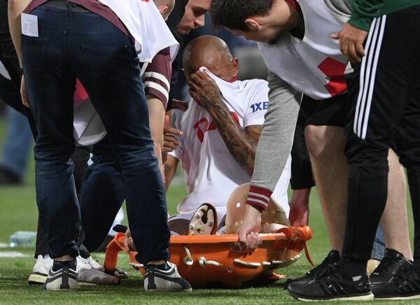Нападающий ФК Локомотив Ари, получивший травму