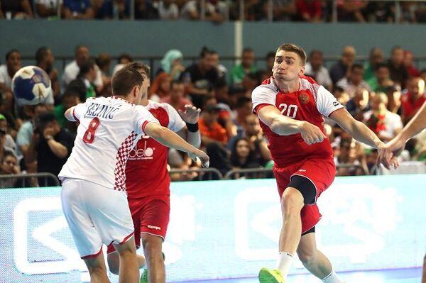 Игровой момент матча 1/8 финала чемпионата мира по гандболу среди игроков до 21 года между сборными России и Хорватии
