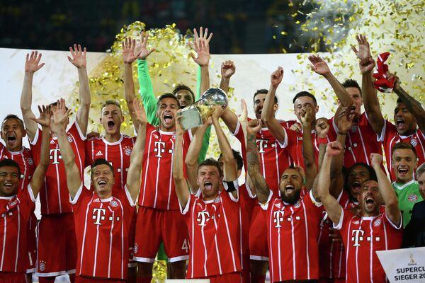 Футболисты Баварии после победы в матче за Суперкубок Германии