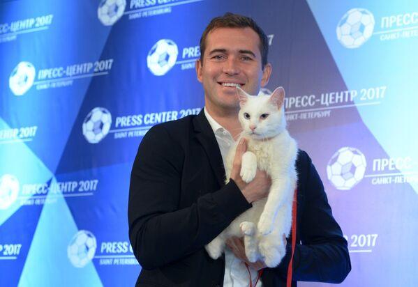 Александр Кержаков с котом Ахиллом