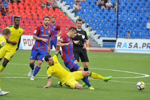 Игровой момент матча СКА-Хабаровск - Анжи