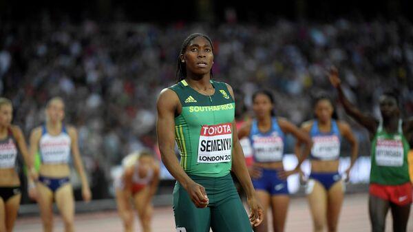 Южноафриканская легкоатлетка Кастер Семеня