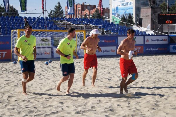 Футболисты пляжного Спартака