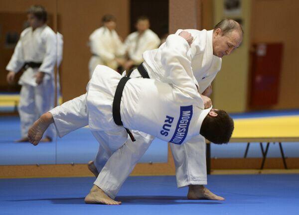 Владимир Путин во время встречи с членами сборной команды России по дзюдо