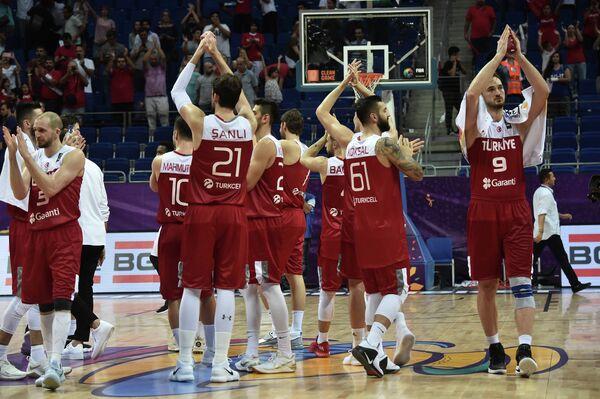Баскетболисты сборной Турции