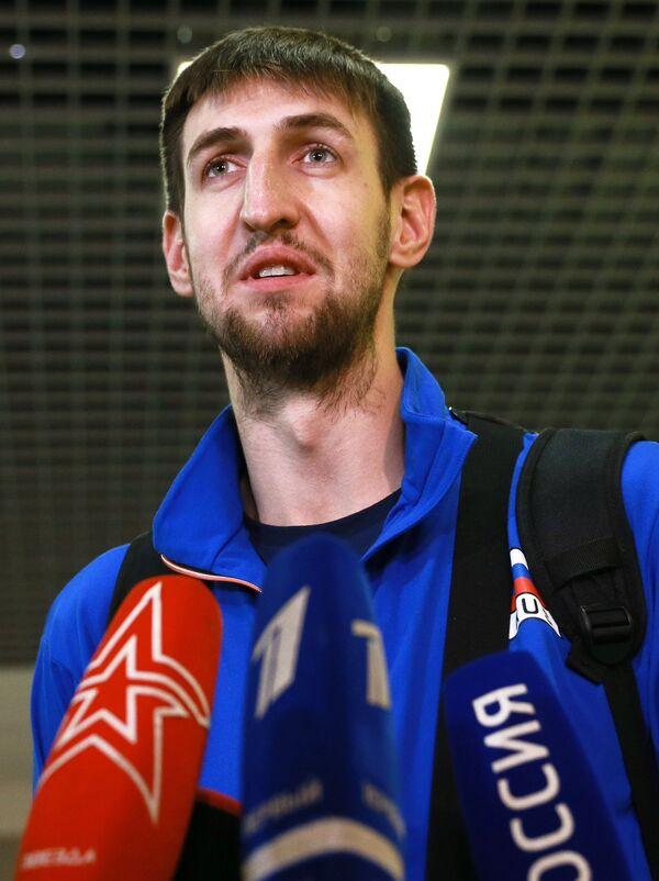 Центральный блокирующий сборной России по волейболу Артем Вольвич