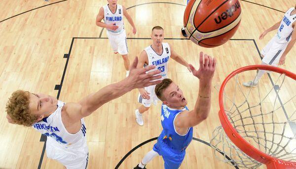 Игровой момент матча 1/8 финала Евробаскета между сборными Италии и Финляндии