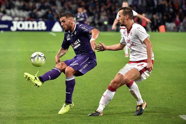 Игровой момент матча Тулуза - Бордо