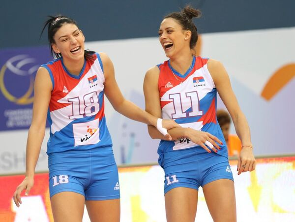 Волейболистки сборной Сербии Тияна Бошкович и Стефана Велькович (слева направо)