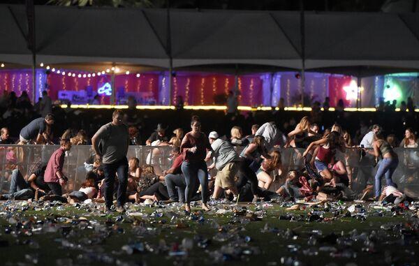 Люди в панике бегут на улице Лас-Вегаса