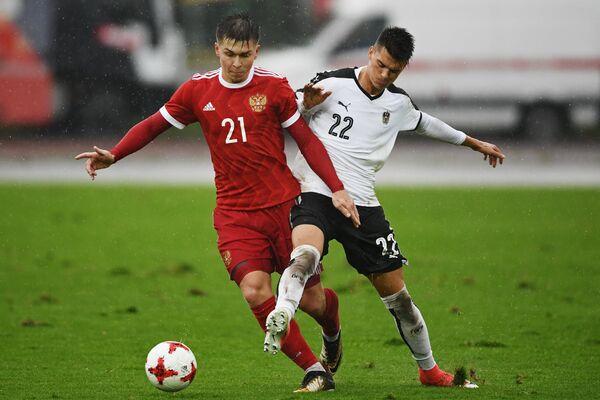 Игровой момент отборочного матча на ЧЕ-2019 среди молодежных сборных Россия - Австрия