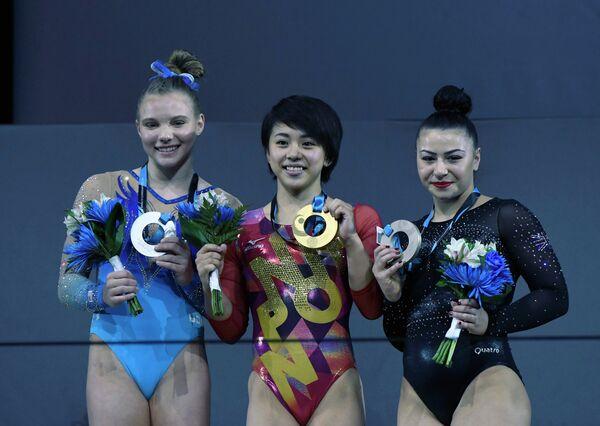 Американка Джейд Кэри, японка Маи Мураками и британка Клаудия Фрагапейн (слева направо)