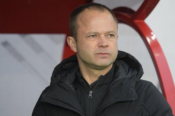 Главный тренер Тосно Дмитрий Парфёнов
