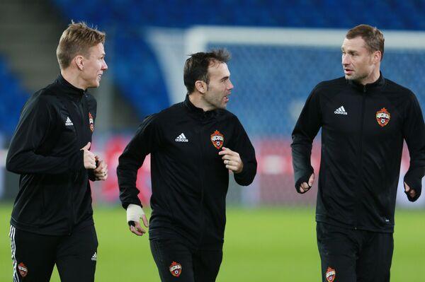 Игроки ПФК ЦСКА Понтус Вернблум, Бибрас Натхо и Алексей Березуцкий (слева направо)