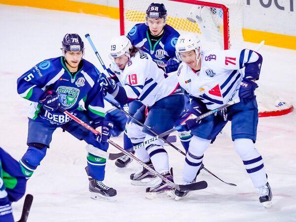 Игровой момент матча Югра - Слован