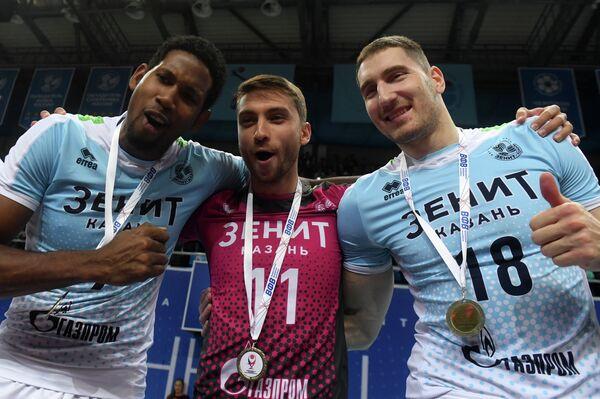 Игроки ВК Зенит Вильфредо Леон, Валентин Кротков и Максим Михайлов (слева направо)