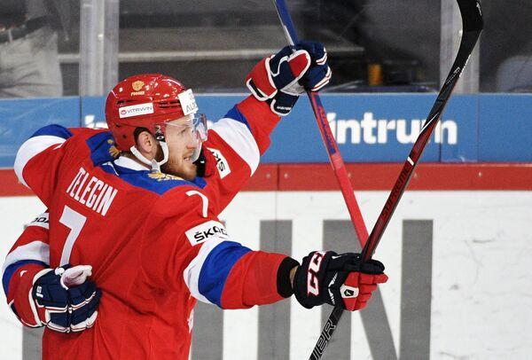 Нападающий сборной России Иван Телегин радуется заброшенной шайбе