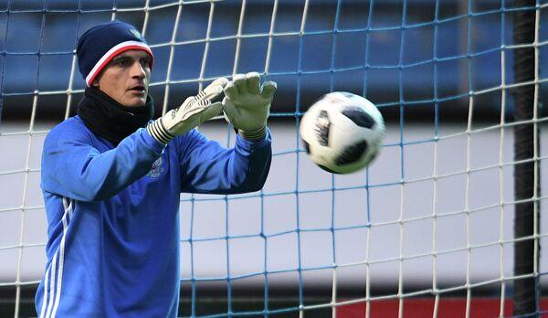 Вратарь сборной России по футболу Владимир Габулов