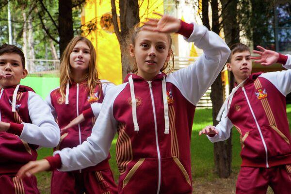 Делай раз, делай два, делай три… Агитбригада Воронежской области сделала ставку на популярные некогда спортивные пирамиды.
