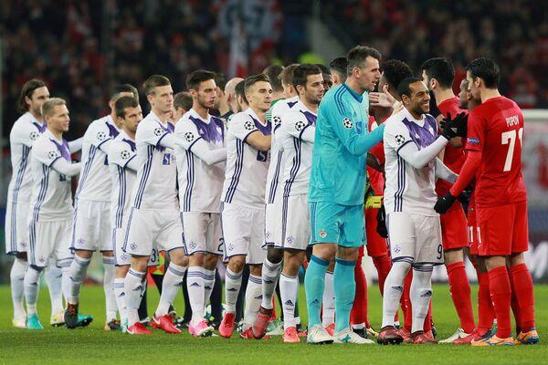 Футболисты Спартака (справа) и Марибора перед матчем пятого тура группового этапа Лиги чемпионов