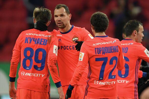 Футболисты ЦСКА Константин Кучаев, Сергей Игнашевич и Астемир Гордюшенко (слева направо)
