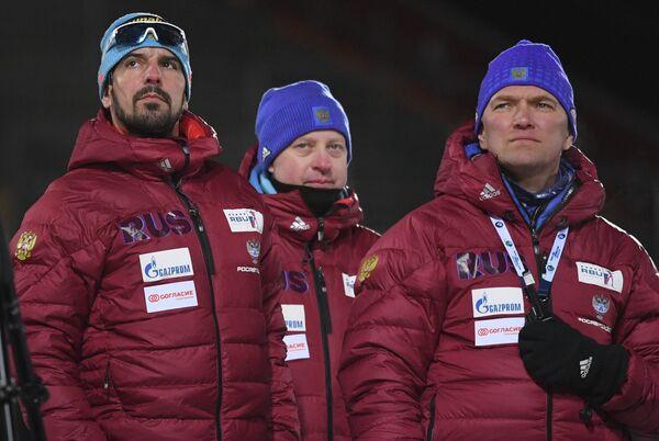 Старший тренер мужской сборной России по биатлону Рикко Гросс (слева)