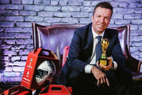 Чемпион мира по футболу 1990 года, известный немецкий футболист Лотар Маттеус